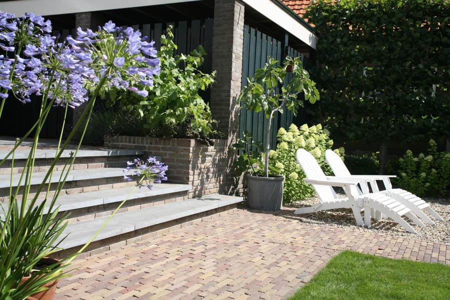 Uitgelezene Tuin met royale trap ter overbrugging hoogteverschil - Dutch TJ-93