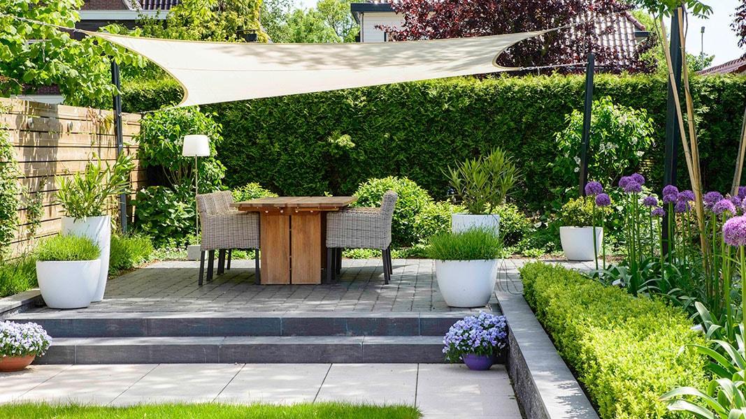 Dutch Quality Gardens Visio Vireo Contrastrijke Moderne Tuin Met Schaduwdoek In Steenbergen 2