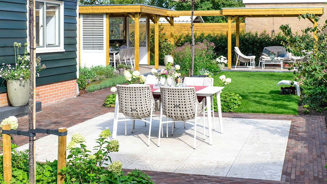 Dutch Quality Gardens Visio Vireo Trendy Tuin Met Overkapping In Putte 3