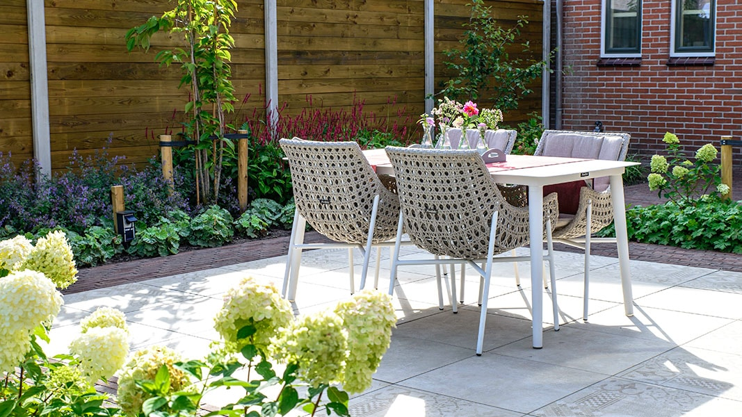 Dutch Quality Gardens Visio Vireo Trendy Tuin Met Overkapping In Putte 4