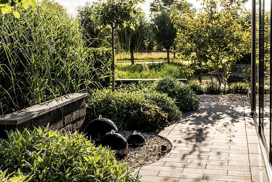 Natuurlijke tuin aan het water