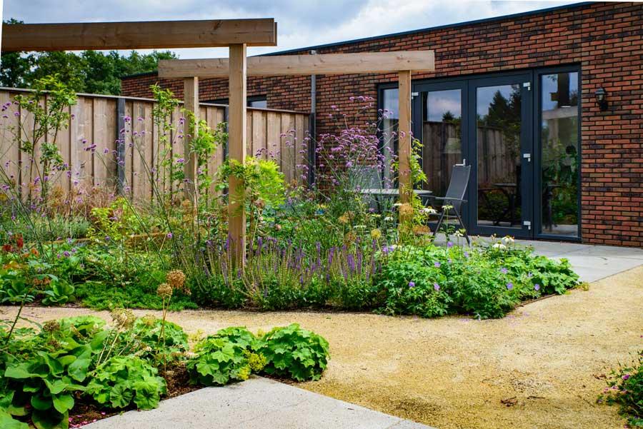 Natuurlijke Tuin Met Insectenhotel Eshuis Hoveniers 1