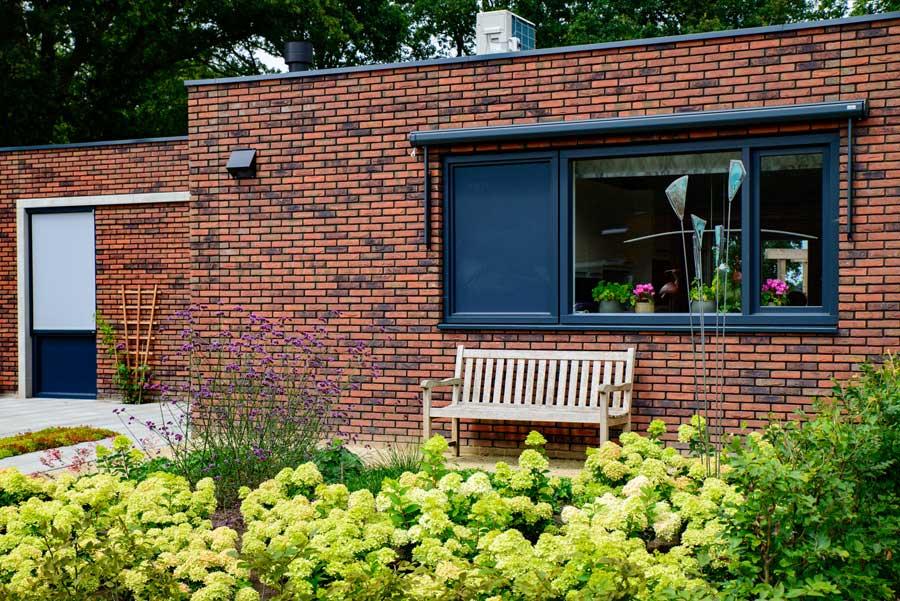Natuurlijke Tuin Met Insectenhotel Eshuis Hoveniers 12