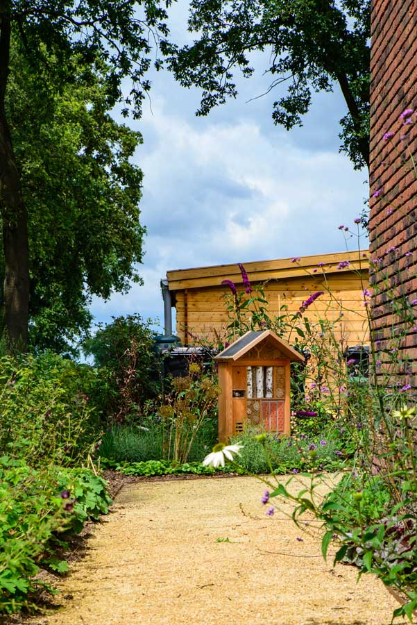 Natuurlijke Tuin Met Insectenhotel Eshuis Hoveniers 13