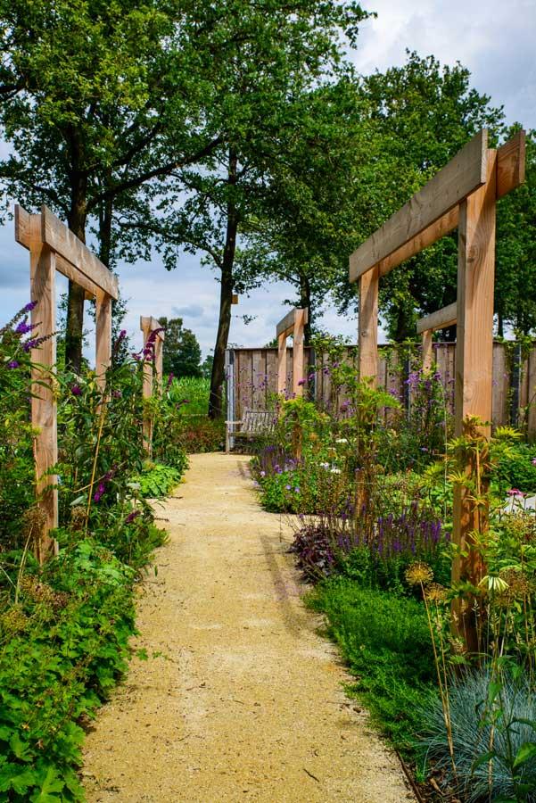 Natuurlijke Tuin Met Insectenhotel Eshuis Hoveniers 15