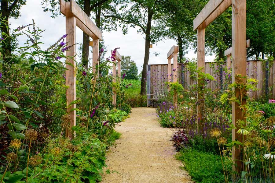 Natuurlijke Tuin Met Insectenhotel Eshuis Hoveniers 19