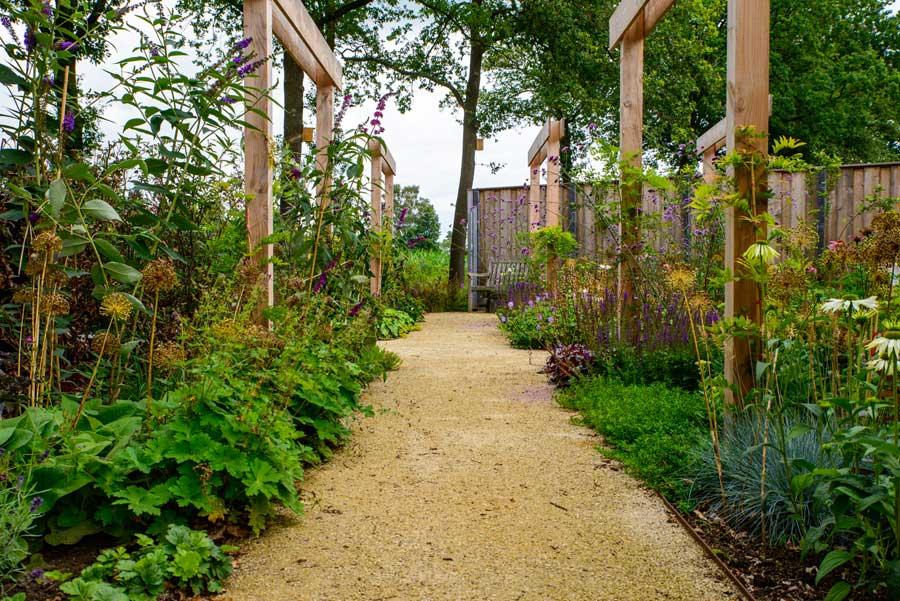 Natuurlijke Tuin Met Insectenhotel Eshuis Hoveniers 20