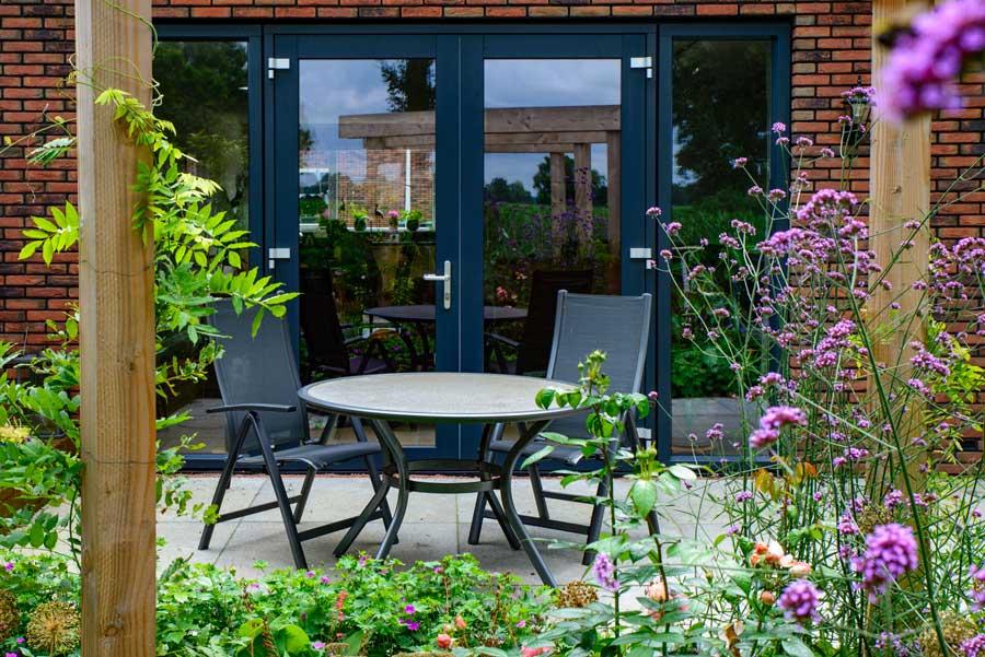 Natuurlijke Tuin Met Insectenhotel Eshuis Hoveniers 7