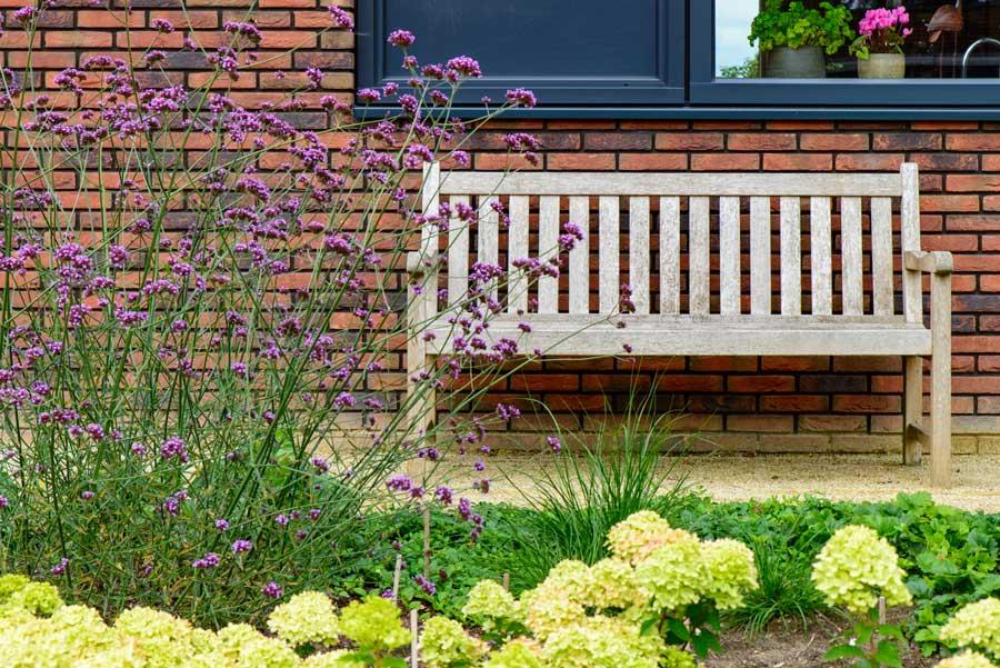 Natuurlijke Tuin Met Insectenhotel Eshuis Hoveniers 9