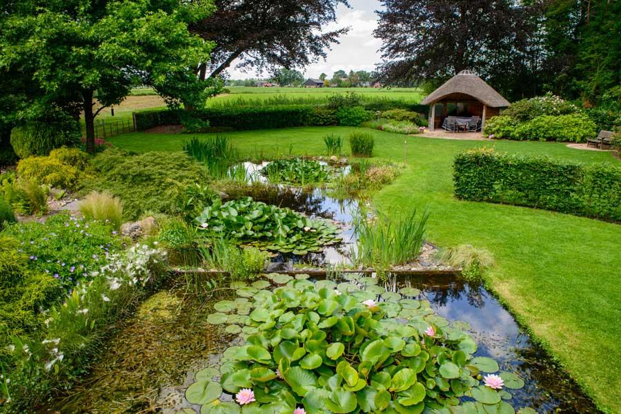 Tuinvoorbeeld Groene Tuin Met Houten Overkapping De Brinker Tuinen 7