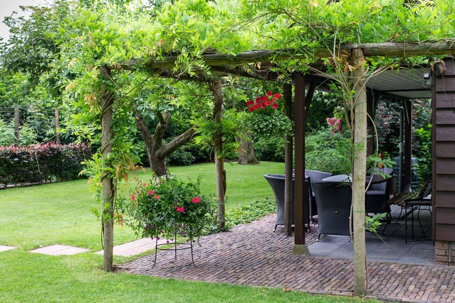 bosrijke tuin met vijver (3)