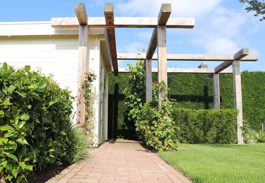 formele tuin met gevarieerde beplanting (1)