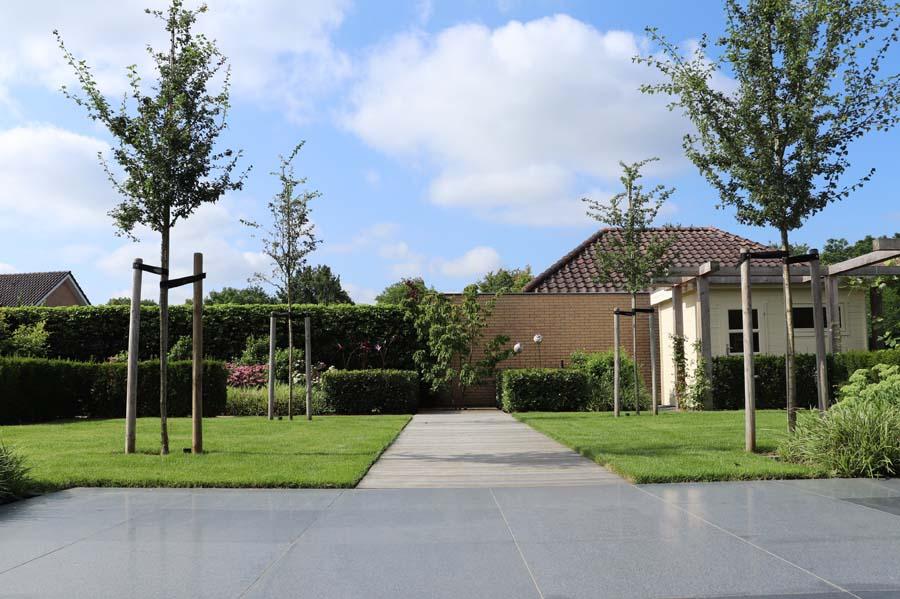 formele tuin met gevarieerde beplanting (11)