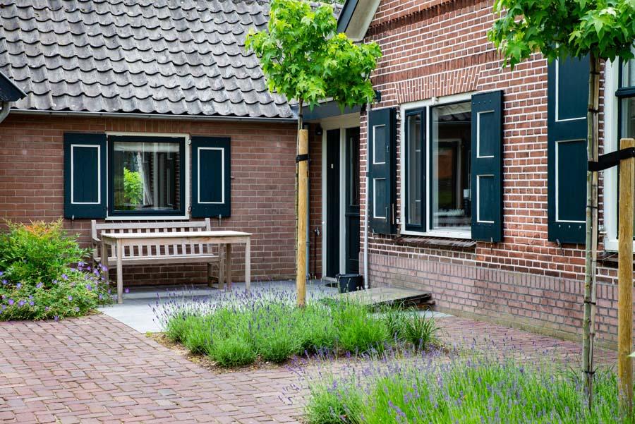 groen paarse tuin met cortenstaal waterelement (12)