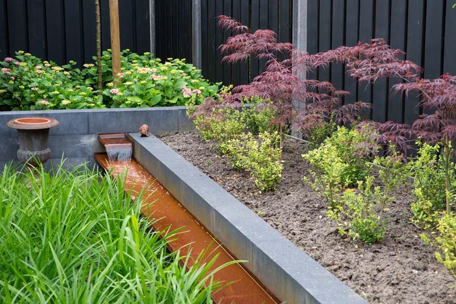 groen paarse tuin met cortenstaal waterelement (2)