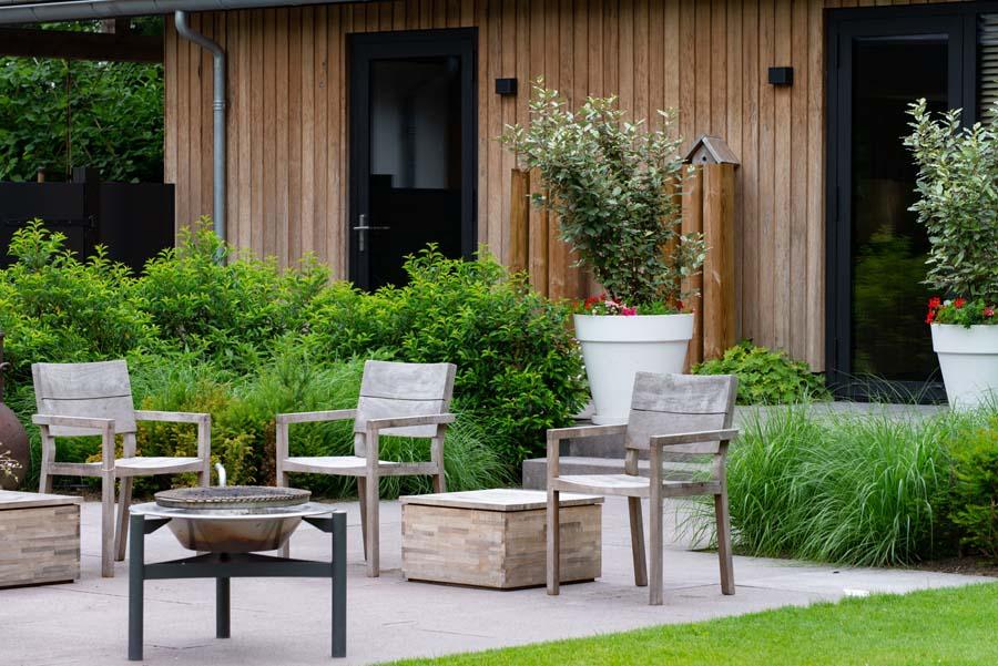 groene natuurlijke tuin met pergola (1)