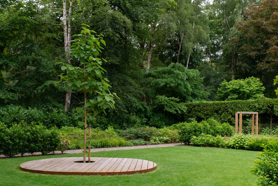 groene natuurlijke tuin met pergola (11)
