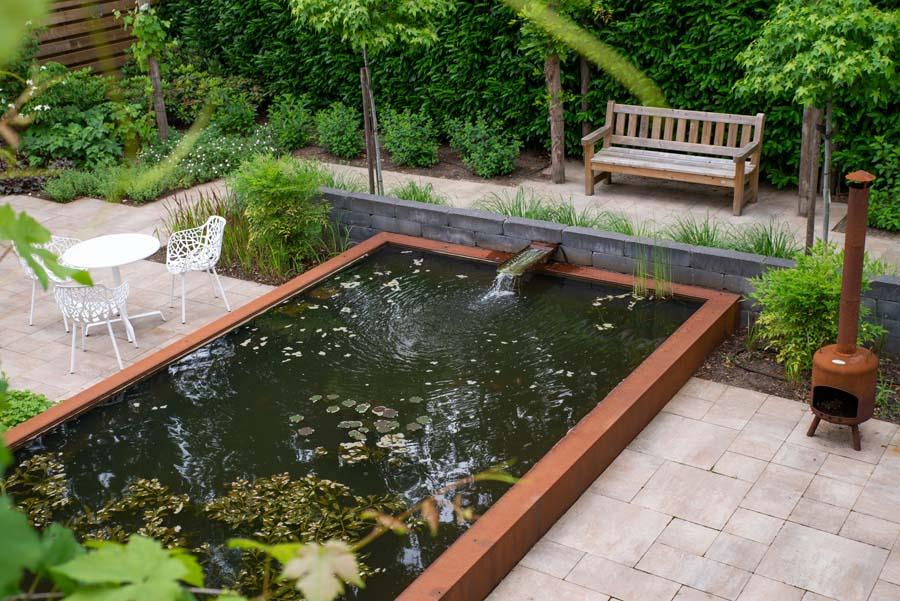 tuin met vijver van cortenstaal (1)