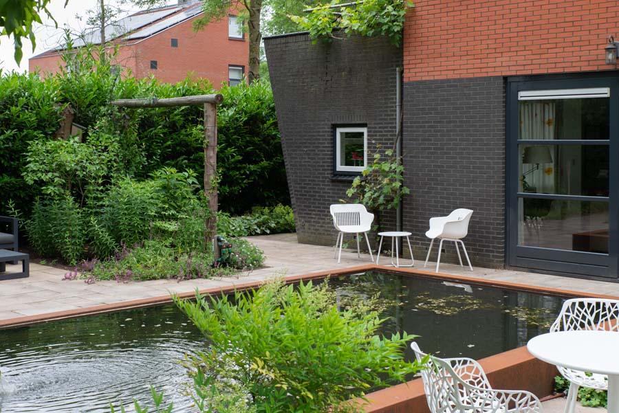 tuin met vijver van cortenstaal (11)