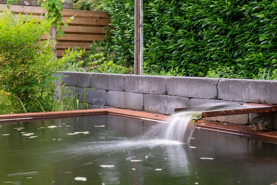 tuin met vijver van cortenstaal (14)