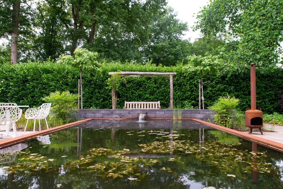 tuin met vijver van cortenstaal (15)