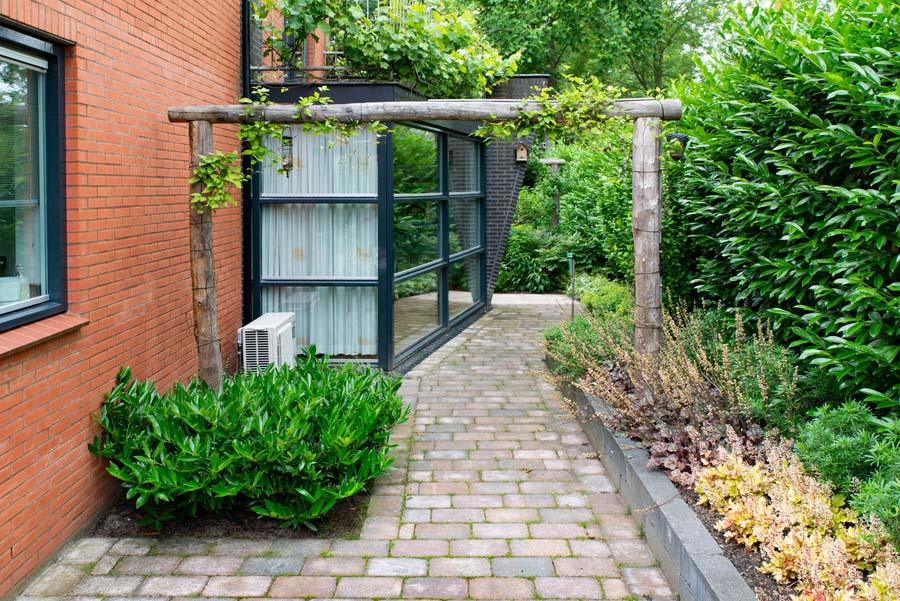 tuin met vijver van cortenstaal (4)