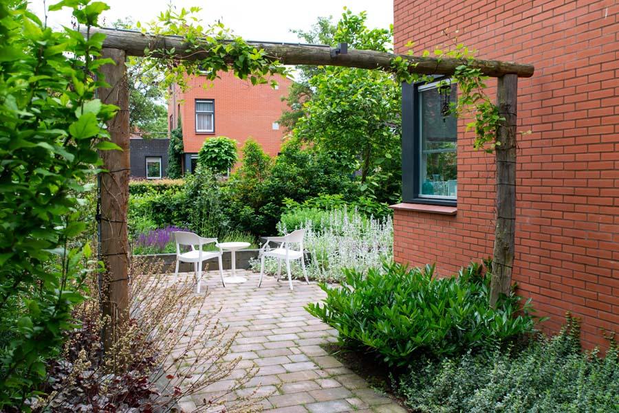 tuin met vijver van cortenstaal (5)