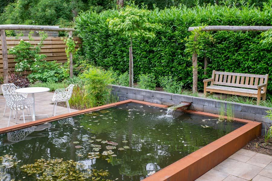 tuin met vijver van cortenstaal (6)
