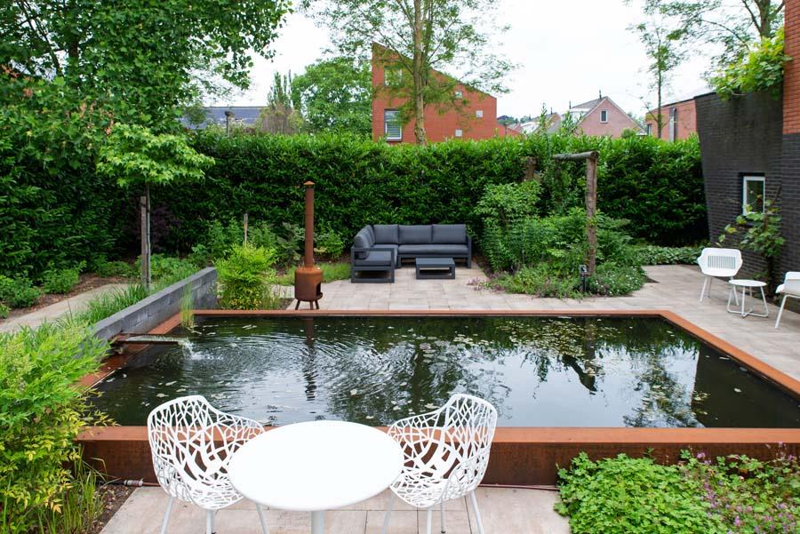 tuin met vijver van cortenstaal (7)