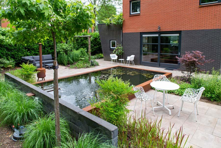 tuin met vijver van cortenstaal (8)